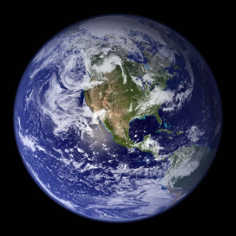"""Один из астронавтов сказал: """"Каждый из нас улетает в космос патриотом своей страны, а прилетает""""..."""