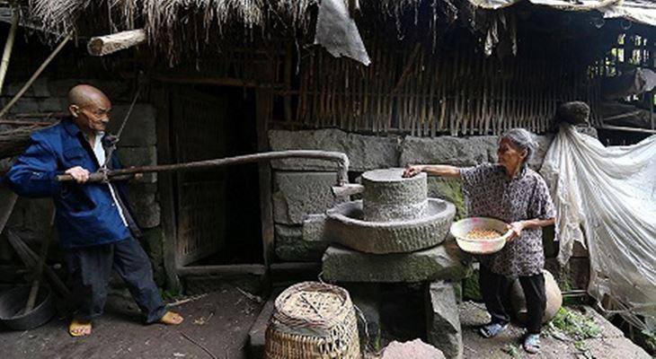 Liang Zifu 130916 5 - СветВМир.ру - Интересный познавательный журнал. Развитие познания - Пожилая пара из Китая более полувека счастливо живёт в пещере