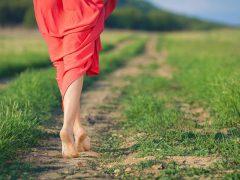 Каждый шаг босиком — еще одна минута жизни!