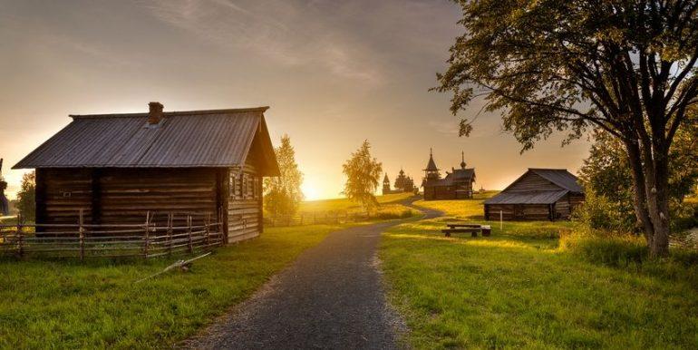 Почему горожане всё чаще бегут от суеты к тихой неспешной сельской жизни?